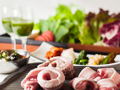 シンプル野菜で食べるサムギョプサル食べ放題コース