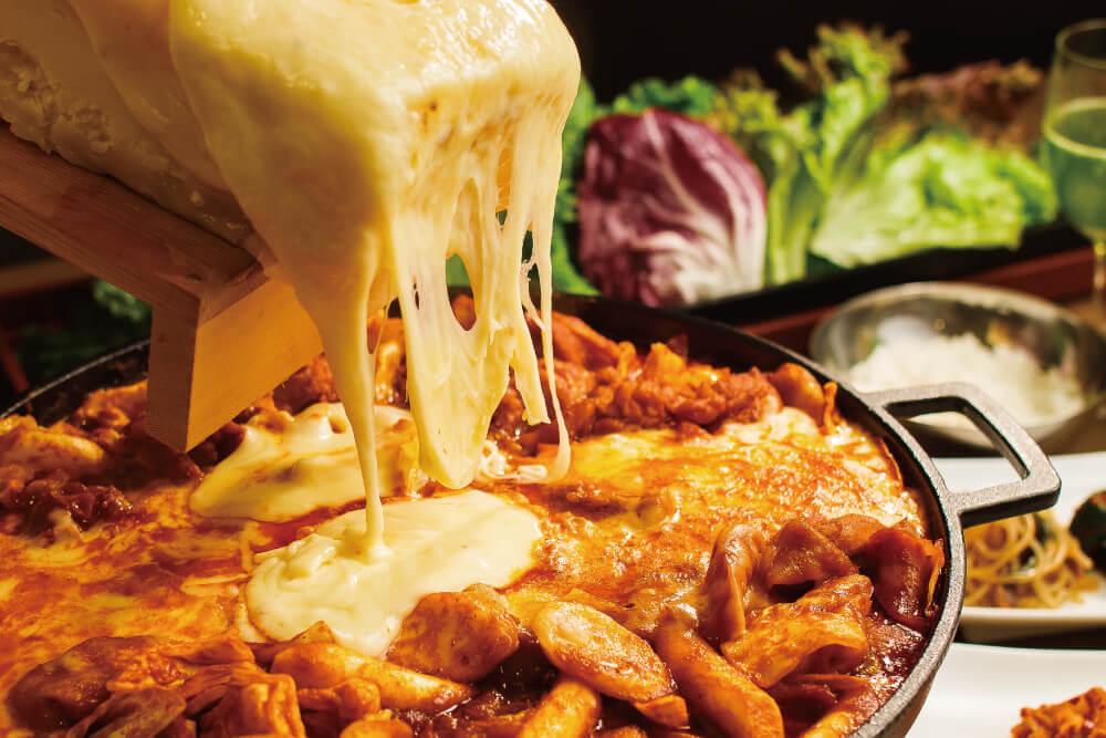 甘辛いタッカルビとたっぷりのチーズチーズタッカルビ食べ放題コース
